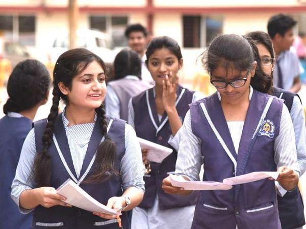 कोरोना के चलते CBSE ने 14 अप्रैल को इस साल होने वाली 10वीं की परीक्षाएं रद्द कर दी थीं। - Dainik Bhaskar