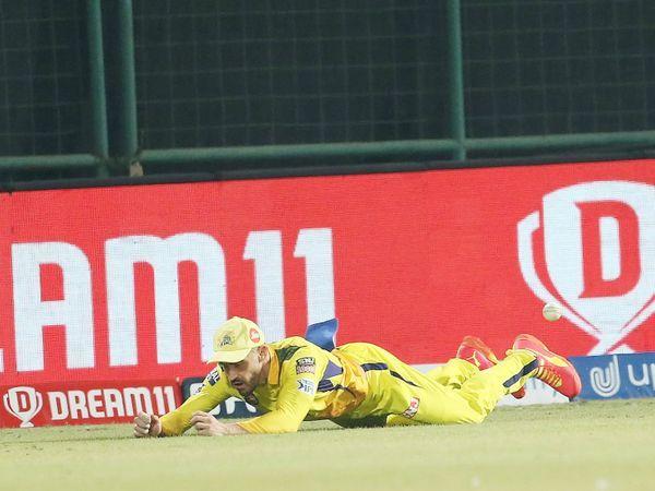 डुप्लेसिस ने 18 वें ओवर में शार्दूल की गेंद पर पोलार्ड का महत्वपूर्ण कैच छोड़ा।