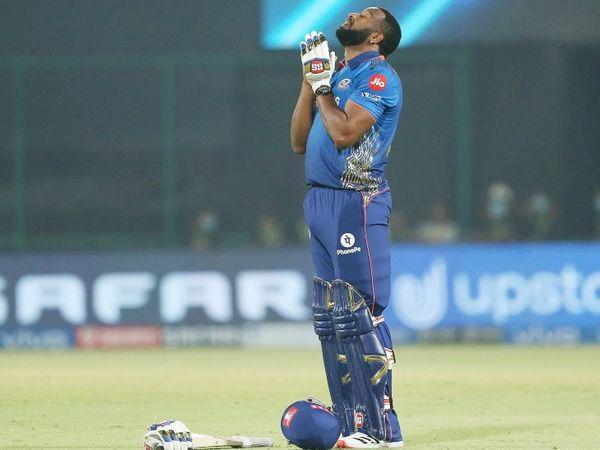 मैच जीतने के बाद पोलार्ड इस तरह प्रार्थना करते दिखे।