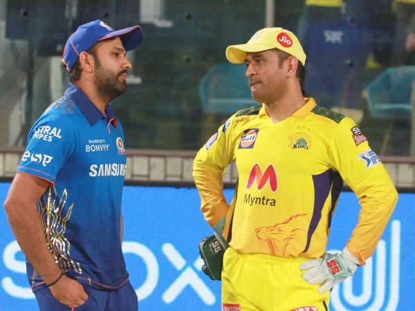 मैच के बाद रोहित शर्मा और महेंद्र सिंह धोनी बात करते हुए।