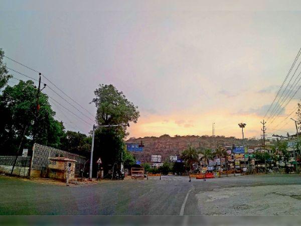 शहर में रविवार को छाए बादल.. स्थान- फूलबाग चौराहा, शाम 6:00 बजे - Dainik Bhaskar