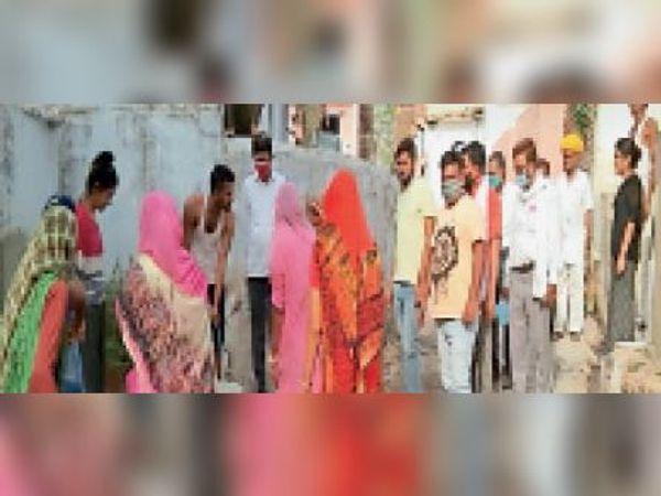 कस्बा शहर|चंबल परियोजना के तहत जन स्वास्थ्य अभियांत्रिकी विभाग के अधिशासी अभियंता आशाराम मीणा ने सार्वजनिक नलो का निरीक्षण किया। - Dainik Bhaskar