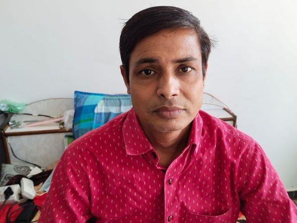 कोरोना से ठीक होकर घर लौटे अशोक जैन। - Dainik Bhaskar