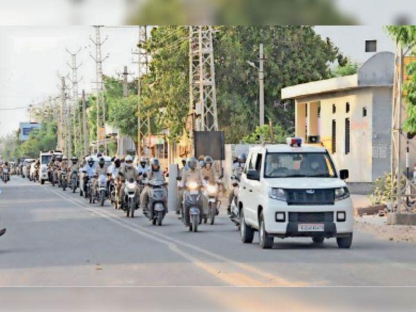 महामारी रेड अलर्ट जन अनुशासन पखवाड़े की पूर्व संध्या पर जागरूकता के लिए वाहन रैली निकाली गई। - Dainik Bhaskar
