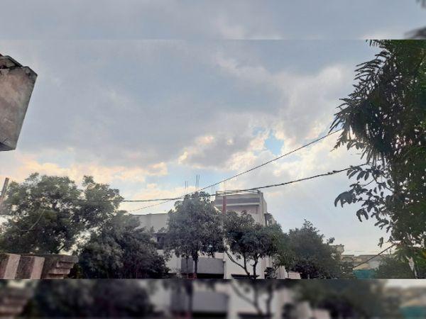 रविवार दोपहर में शहर के आसमान पर बादल भी छाए और बरसे भी। बादल छाने से शाम तक मौसम सुहाना बना रहा। ठंडी हवाएं भी चलती रही। - Dainik Bhaskar