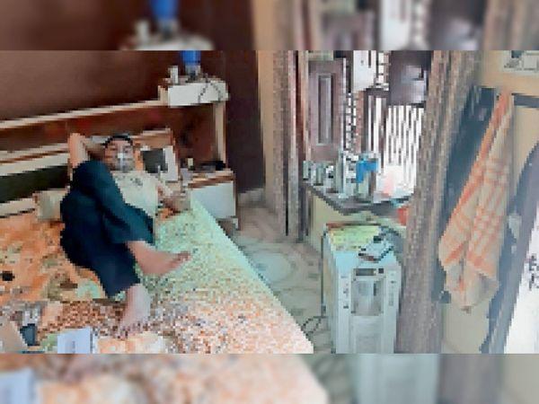 तपाेवन ऑक्सीजन बैंक के तहत मरीज काे उपलब्ध करवाई गई ऑक्सीजन कंसंट्रेटर मशीन। - Dainik Bhaskar