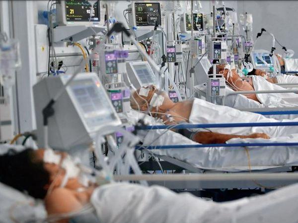 अर्जेंटीना की राजधानी ब्यूनस आयर्स में 86 फीसदी अस्पतालों के बेड बुक हो चुके हैं। - Dainik Bhaskar
