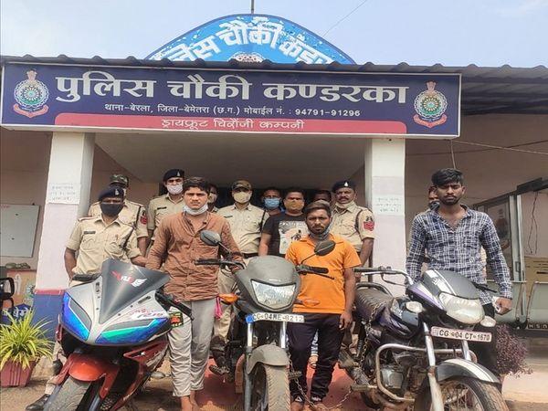बेमेतरा पुलिस के हत्थे बाइक गैंग के 8 आरोपी चढ़े हैं। इनमें 5 आरोपी नाबालिग हैं। - Dainik Bhaskar