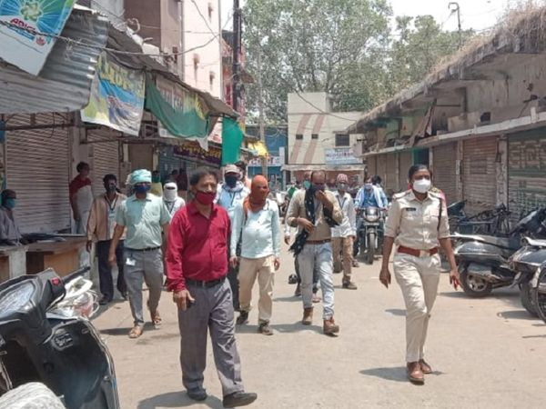 पुलिस ने मंडी से 8 थोक व्यापारियों को गिरफ्तार किया है।