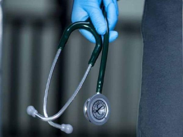 पहली लहर में 50 डॉक्टरों की मौत हुई थी और दूसरी लहर में अब तक 46 डॉक्टरों की जान कोरोना के कारण चली गई है। - Dainik Bhaskar
