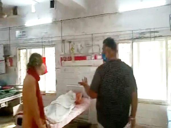 मरीजों के परिजन ने पप्पू यादव को दी सूचना, इसके बाद आननफानन में हटाई गई लाश - Dainik Bhaskar