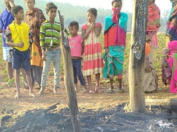 हादसे के बाद मौजूद ग्रामीण और रोते-बिलखते परिजन।