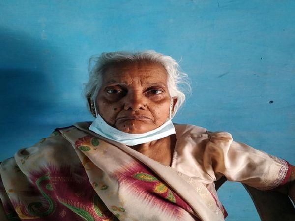 दुर्ग जिले के मोरिद में रहने वाली द्रौपदी वर्मा ने कोरोना से हस्ते-हस्ते जंग जीत ली है। शंकराचार्य कोविड हॉस्पिटल से 5 दिनों में रिकवर हुई। - Dainik Bhaskar