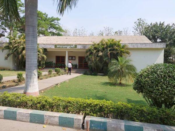 इस भवन में शुरू हुआ आधुनिक कोविड केयर सेंटर - Dainik Bhaskar