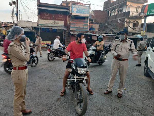 बेवजह निकले 354 लोगों को पहुंचाया जेल। - Dainik Bhaskar