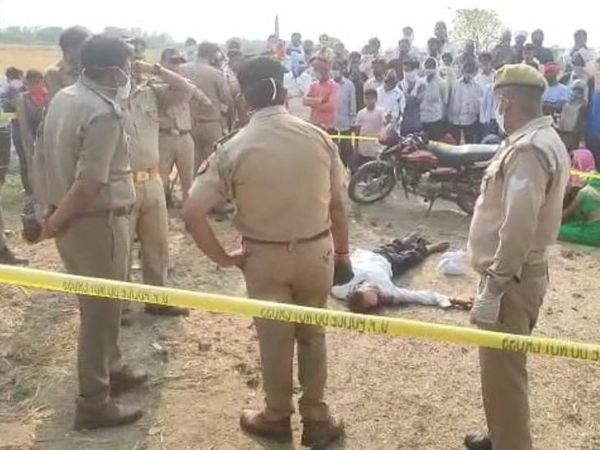 क्राइम सीन बनाकर जांच करती पुलिस। - Dainik Bhaskar