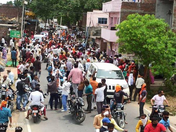 कोरोना महामारी अब गांवों में पहुंच रही है। बावजूद इसके सोशल डिस्टेंसिंग व अन्य नियमों का उल्लंघन भारी पड़ सकता है।