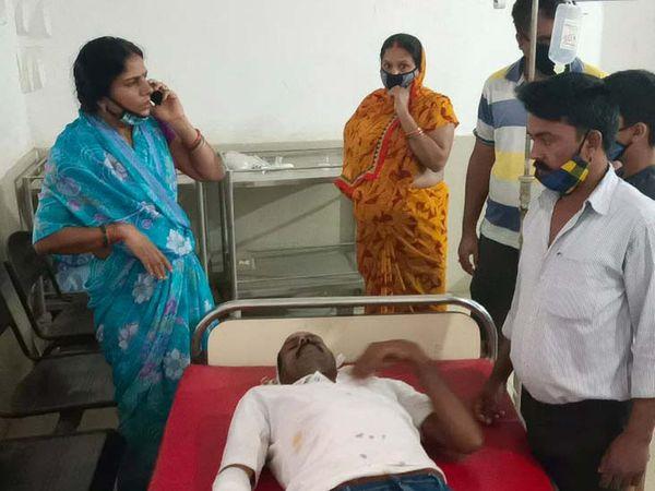 घायल की पहचान सदर पंचायत के खरौंधी मोड़ निवासी अरुण द्विवेदी (27) के रूप में की गई। - Dainik Bhaskar