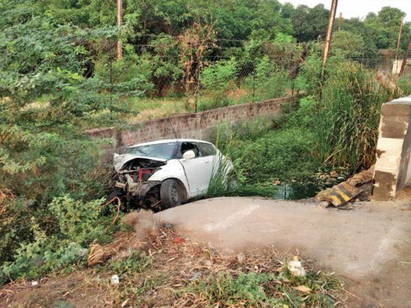 रायसेन रोड पर पुलिया से कार टकराई। हादसे में एक घर का 'राम' चला गया और दूसरे घर का 'दीपक'। - Dainik Bhaskar