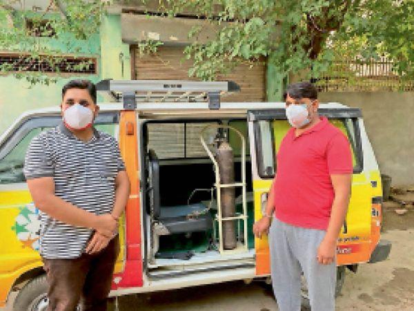 समाजसेवियों द्वारा तैयार की गई एंबुलेंस, जिससे मरीजों को ऑक्सीजन बैकअप दिया जाएगा। - Dainik Bhaskar