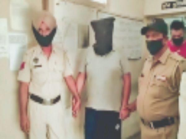 पुलिस की हिरासत में ठग सचिन ग्रोवर। - Dainik Bhaskar