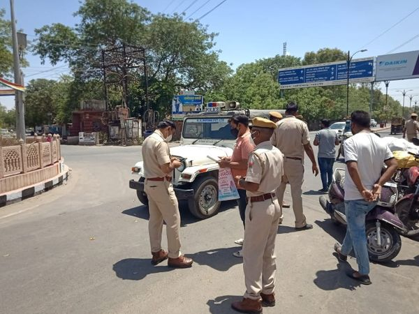 बिना काम के घूमने वालों के खिलाफ पुलिस ने दिखाई सख्ती। - Dainik Bhaskar