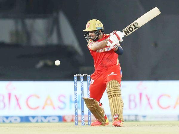 टॉस हारकर पंजाब टीम ने पहले बल्लेबाजी की। अपना दूसरा मैच खेल रहे ओपनर प्रभसिमरन 12 रन बनाकर पवेलियन लौट गए।