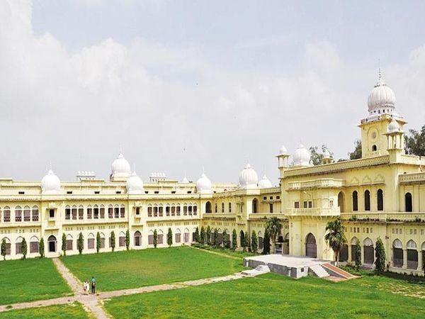 ज्यादा जानकारी के लिए विश्वविद्यालय की वेबसाइट पर विजिट कर सकते हैं। - Dainik Bhaskar