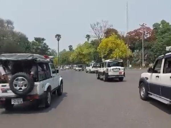 सोमवार को पटना की सड़कों पर घूम कर हालात का जायजा लेते CM नीतीश कुमार।