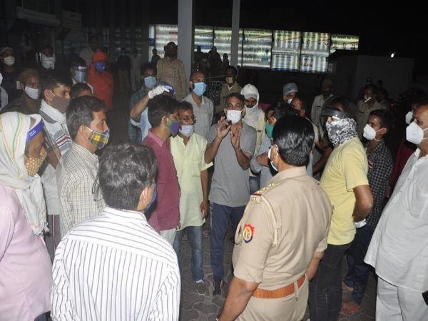 हंगामे की सूचना पर थाना मेडिकल के अलावा नौचंदी समेत कई थानों की पुलिस मौके पर पहुंच गई। - Dainik Bhaskar