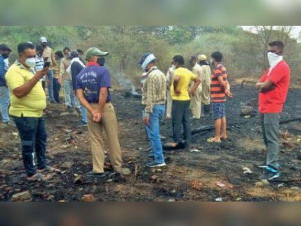 गैस लाइन में आग, पक्षी जले - Dainik Bhaskar