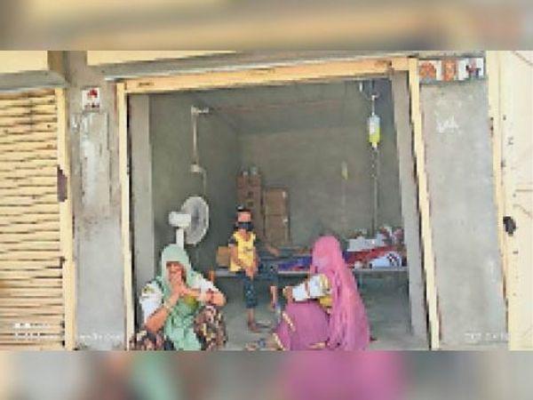 सांचौर, अरणाय में क्लिनिक पर इलाज कर रहा फर्जी डॉक्टर मरीजों को छोड़कर भाग गया। - Dainik Bhaskar