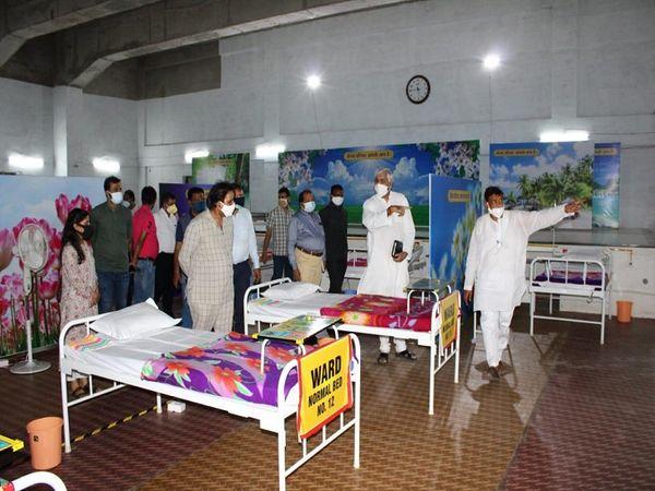 स्वास्थ्य मंत्री टीएस सिंहदेव ने नवा रायपुर स्थित जैनम मानस भवन में निर्मित को विभाजित अस्पताल पहुंचकर चिकित्सालय में प्रबंधन व को विभाजित मरीजों के लिए उपलब्ध व्यवस्थाएं देखीं।