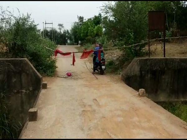 ग्रामीण क्षेत्रों में एक गांव से दूसरे गांव आना-जाना कर रहे है। इन्हें रोकने वाला कोई नहीं है।