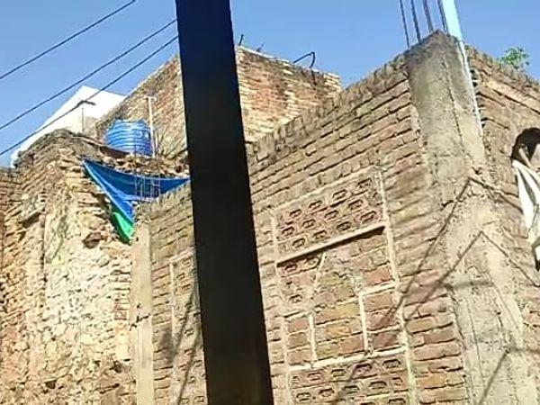 सबलगढ़ किले की प्राचीर तोड़कर बन - Dainik Bhaskar