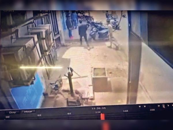 भरतपुर, मेडिकल स्टोर पर जाते बदमाश। - Dainik Bhaskar