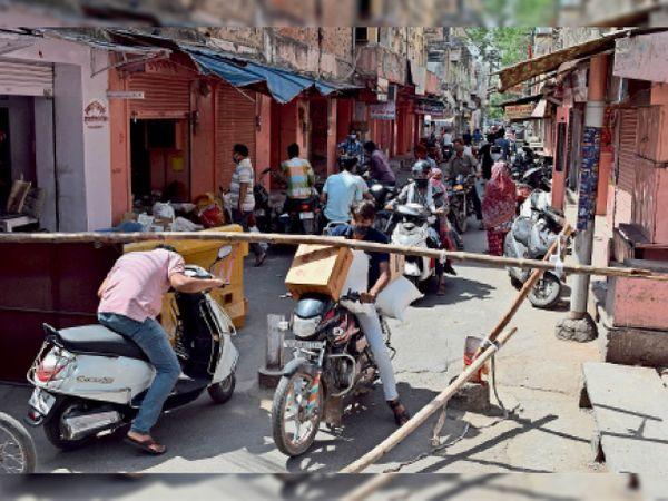 सावे चल रहे है तो लोगों की भीड़ बाजारों में आ रही है। - Dainik Bhaskar