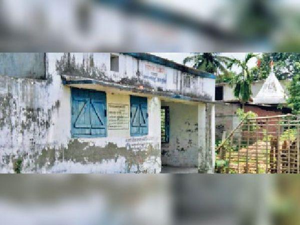 रतनपुर पुरानी बाजार का उप स्वास्थ्य केंद्र। - Dainik Bhaskar