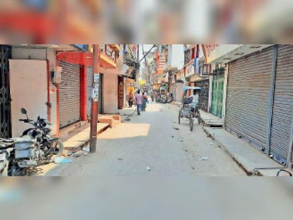 शहर के मुख्य बाजार में पसरा सन्नाटा। - Dainik Bhaskar