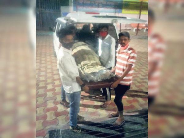 श्रीगंगानगर. पदमपुर रोड कल्याण भूमि में संस्कार करवाने पहुंचा बेटा। - Dainik Bhaskar