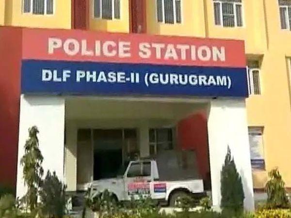 क्राइम ब्रांच सेक्टर-17 के प्रभारी नरेन्द्र चौहान ने टीम के साथ तकनीकी प्रणाली व सूझबूझ का प्रयोग करते हुए तीन आरोपियों को अलग-अलग स्थानों से गिरफ्तार किया है। - Dainik Bhaskar