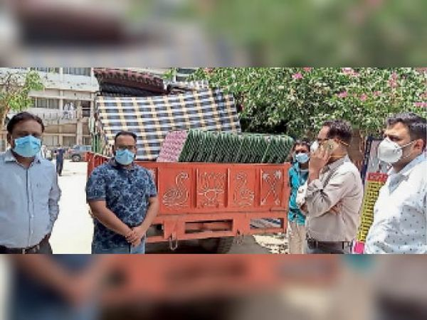 भिवानी. चौ. बंसीलाल नागरिक अस्पताल को विधायक सर्राफ की अाेर से दिए गए 50 फोल्डिंग बेड। - Dainik Bhaskar