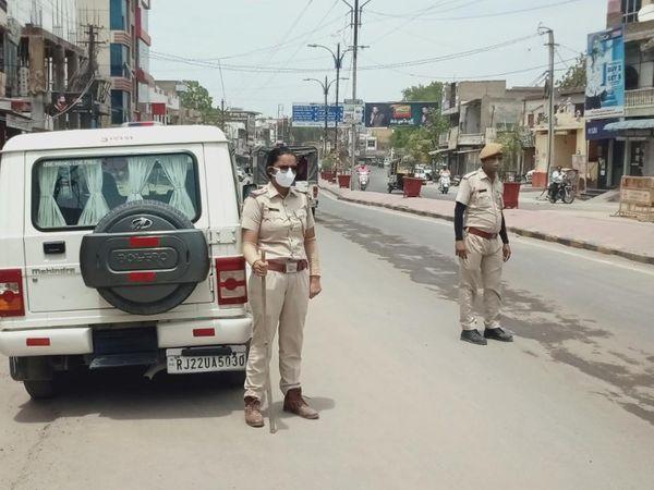 पाली की सड़कों पर तैनात रही पुलिस। - Dainik Bhaskar