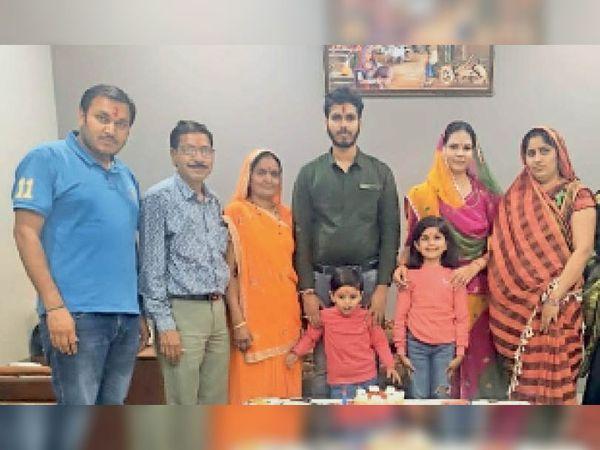 सुकून की तस्वीर, पूरा परिवार घर पर रहकर ठीक हुअा, अब सतर्कता बढ़ा दी। - Dainik Bhaskar