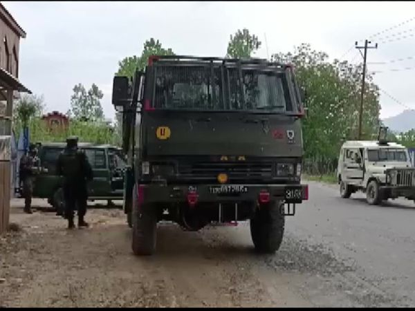 During the encounter, security personnel surrounded the area.