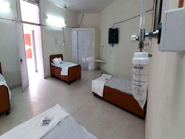 शहर में श्री गुरु ग्रंथ साहिब सोसायटी की ओर से बाल भवन में 50 बेड का कोविड केयर सेंटर बनाया था। अब प्रशासन उन्हें और 100 बेड का सेंटर बनाने के लिए कहा है। - Dainik Bhaskar