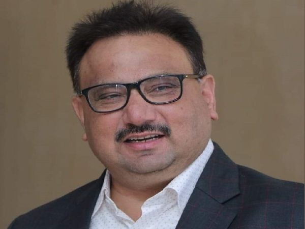 खुर्शीद अहमद नेएक पखवारे में पटना और दरभंगा के अस्पतालों को समय पर ऑक्सीजन मुहैया कराकर करीब 3 दर्जन मरीजों की जान बचाई है। - Dainik Bhaskar
