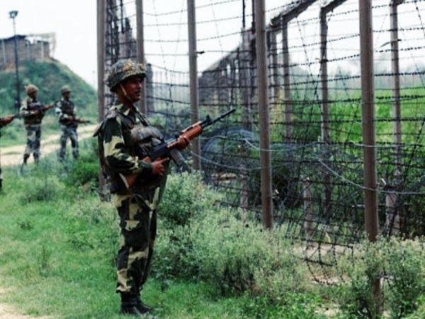 गश्त के दौरान जवानों ने घुसपैठिए को घुसते देखा। - Dainik Bhaskar