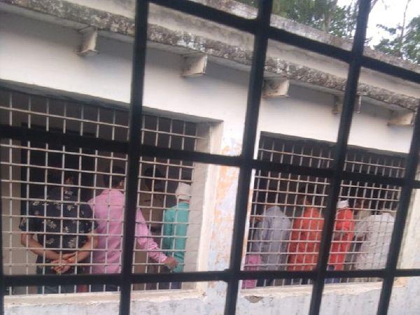 लापरवाहों को अस्थाई जेल में भेजा जा रहा। - Dainik Bhaskar