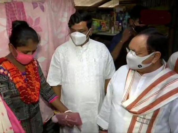 BJP के राष्ट्रीय अध्यक्ष जेपी नड्डा और प्रदेश अध्यक्ष दिलीप घोष ने हमलों के शिकार हुए कार्यकर्ताओं से मुलाकात की।